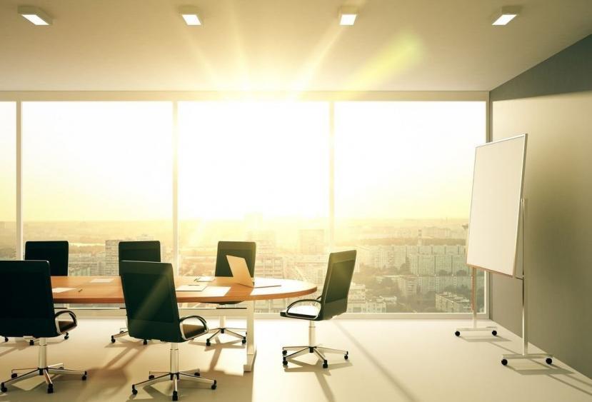 correcta iluminación en la oficina