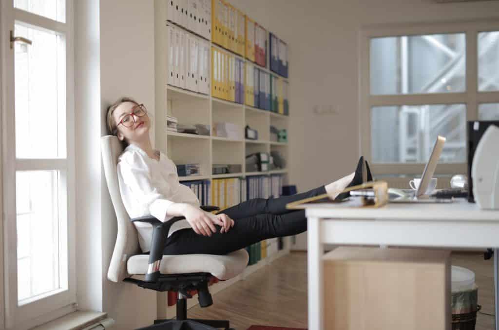 beneficios de una silla de escritorio