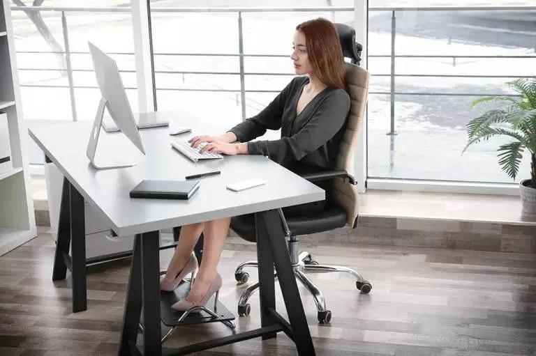 Reposapies ergonómico para oficina