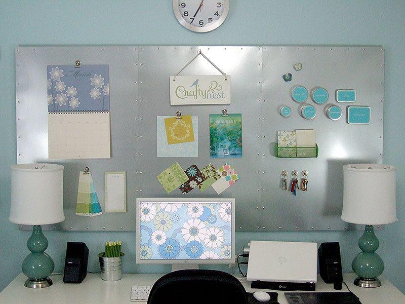 Pizarras magnéticas en oficina de trabajo en casa