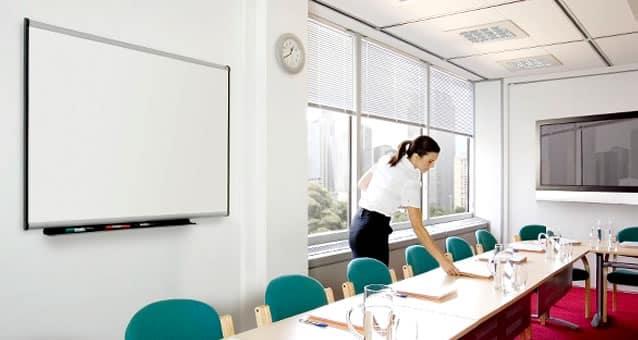 pizarra blanca para una sala de conferencias