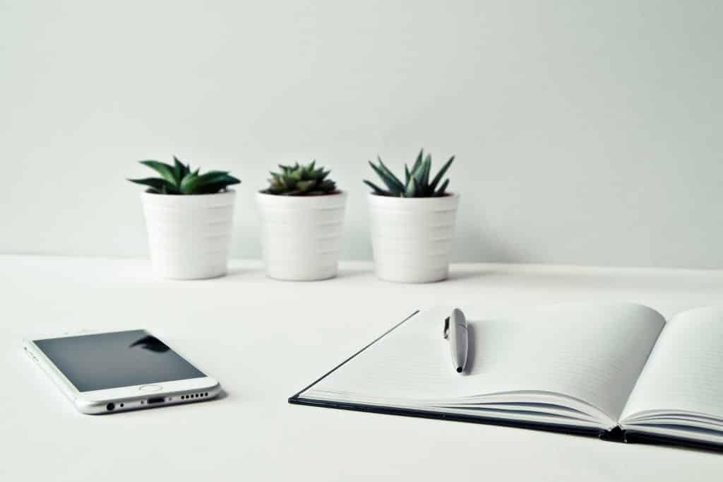 Agenda de papel o agenda en el móvil